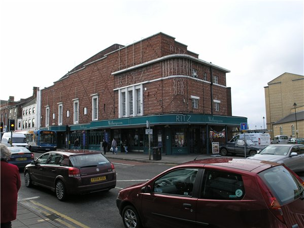 Lincoln's first purpose built cinema 'The Ritz' at 145-146 High Street. The building no longer contains a cinema but is now a wetherspoons.
