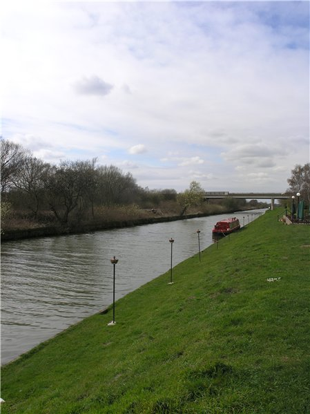 View west of the Fossdyke Navigation at the Pyewipe Inn